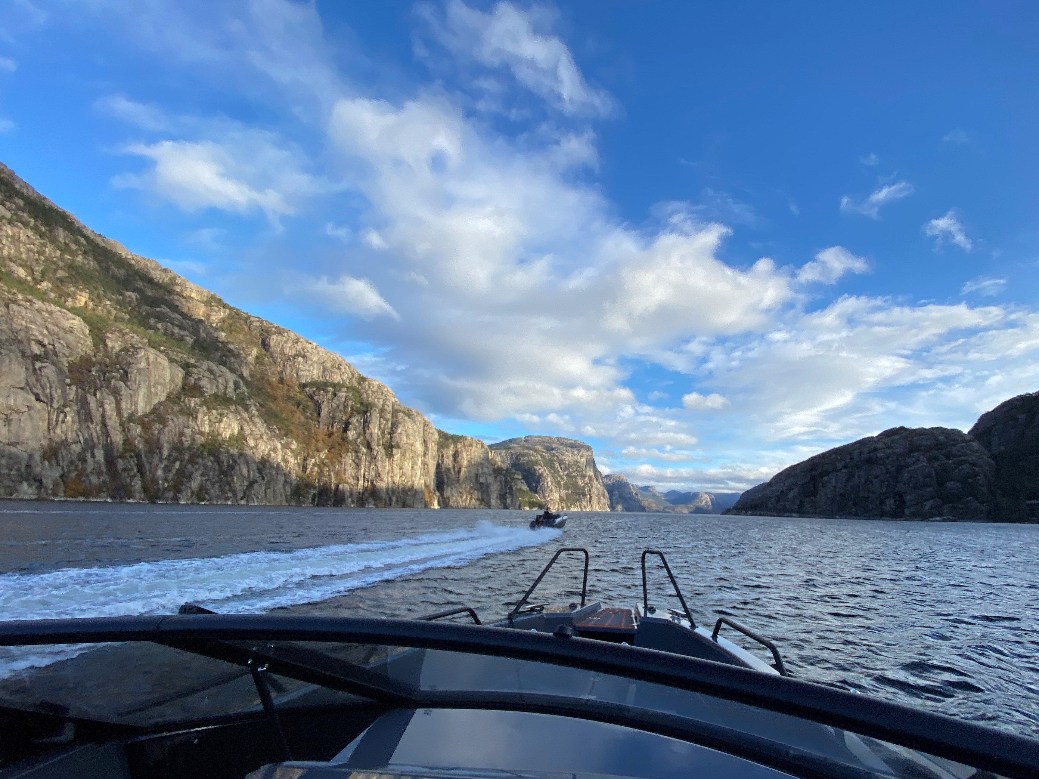 Båt inn Lysefjorden-1